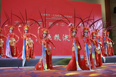 Photo shows a dancing perform at a banquet of the Boao Forum for Asia (BFA) Annual Conference 2021.